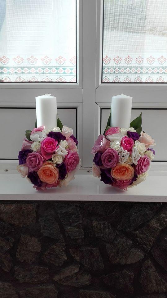 trandafiri mov, roz si piersiciu, tros alb, lisianthus alb, mov si roz