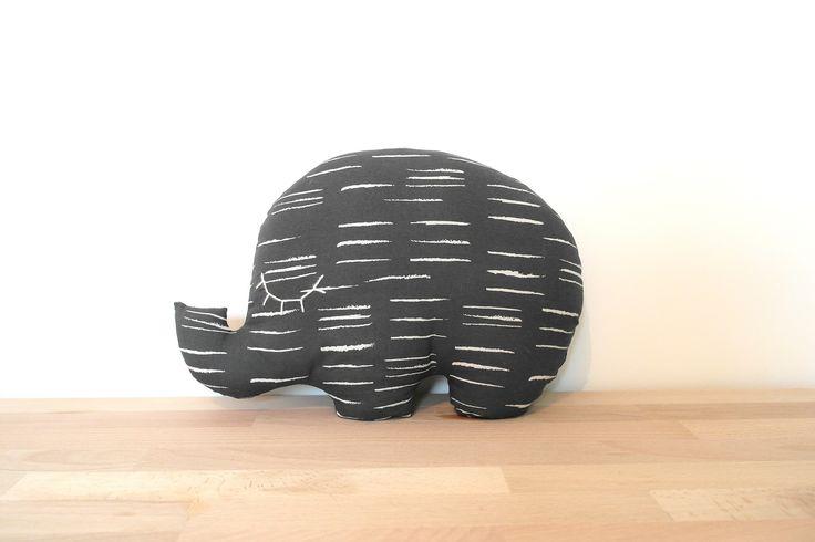 1000 id es sur le th me lit motifs d 39 l phants sur pinterest chambres b b d cor de cr che. Black Bedroom Furniture Sets. Home Design Ideas