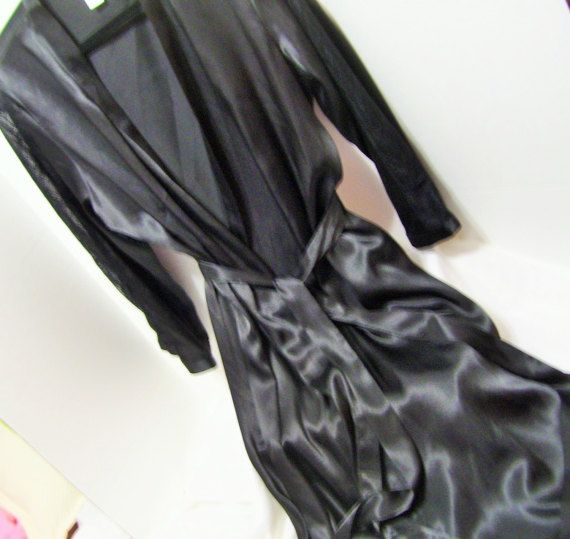 Oscar de la Renta, always the quality and style. Not to be disappointed in the luxurious liquid satin long robe. Just enough of sheer lace to add for sexiness.  Marked a Size US Size XL  Pristine – never worn – no flaws or issues to state  Details  Bust: approx 46 fully closed ++++++if worn open  Length underarm seam to hem: approx 40 (this measurement is the most accurate of where the item will hit on body)  Total Length approx 50    Label Oscar de la Renta Fabric 100% polyester Care…