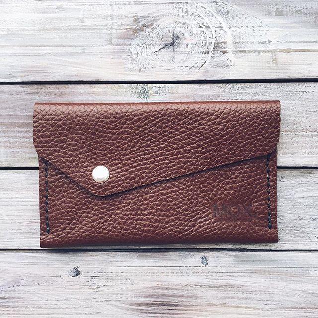 Мини кошелёк/монетница Pebble  #leather #leathercraft #handmade #style #brown #chocolate #wallet #saintpetersburg Небольшой кошелёк, идеален для маленькой сумочки или клатча. Имеет два отделения, подходящие для купюр, монет и карточек. 🔷680₽ Бесплатная доставка по России Подробности в Direct