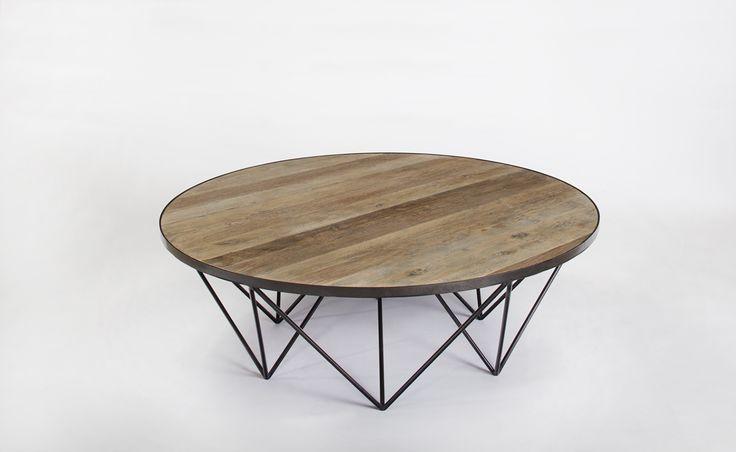 Soffbord Gross är ett rustikt och snyggt bord i vintagestil. Underrede i metall och skiva av återvunnet trä som ger bordet en vacker patina. Det återvunna träet ger varje bord ett unikt utseende.