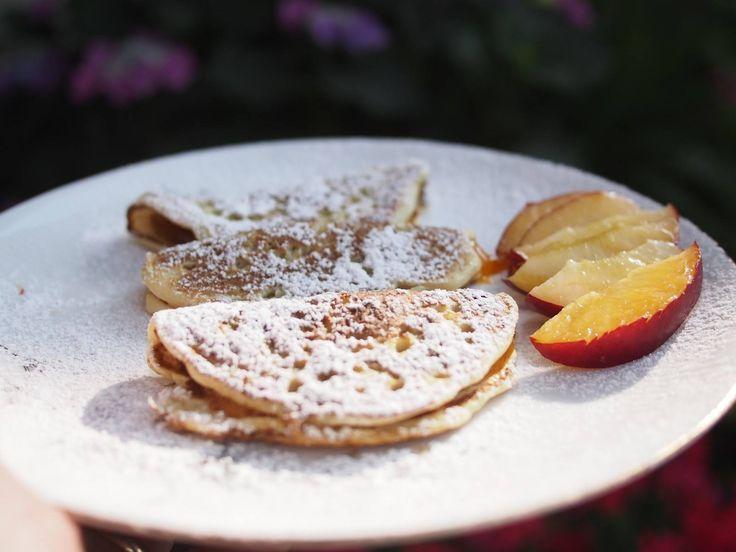 CANTARELLA DI ROMAGNA Le canterelle (in dialetto cantarèli) sono un antico dolce romagnolo, povero all'origine, ricavato impastando farina sciolta in acqua e cotta sulla piastra, condita con olio e zucchero a velo setacciato #RicetteTipiche #ItalianRecipe #Food #FoodLovers #Gourmet #Foodie #FoodBlogger #Sommelier #CarnevaliLuigi ⇆ https://www.facebook.com/terreLAMBRUSCO/?fref=ts @luigicarnevali https://twitter.com/luigicarnevali