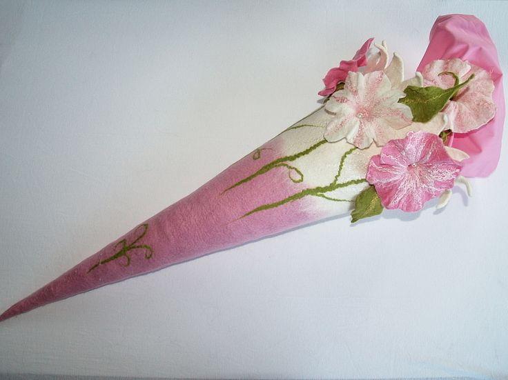 Schultüten - Schultüte**Blumen**gefilzt - ein Designerstück von KimFilzArtiges bei DaWanda