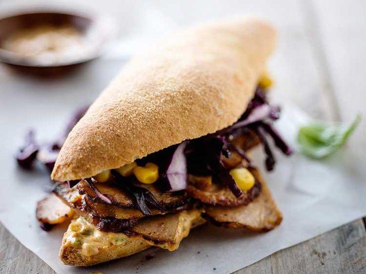 Découvrez la recette Kebab à la dinde et au chou rouge cru sur cuisineactuelle.fr.