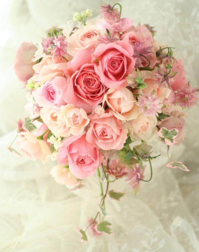 ひとつだけ、リクエストは動きのあるかたちで、 おまかせで。     中央のバラはM-ヴィンテージフラール。 不思議な色、大きさ、かた...