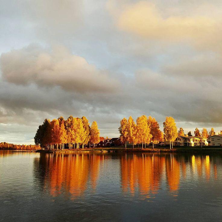 Sunset at lake Siljan, Sweden (@by_addie) auf Instagram: Kissed by fire ☀️
