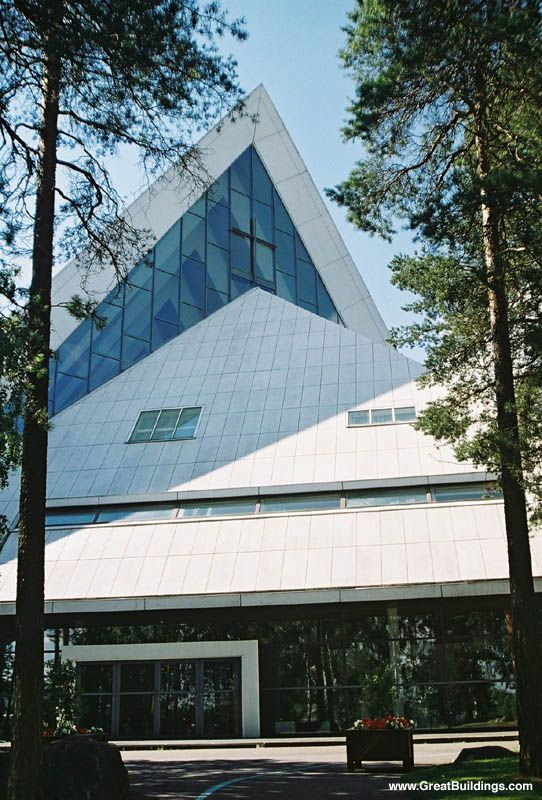 The new church of Hyvinkää, Finland. designed by Aarno Ruusuvuori in 1961. Curious, triangular architecture.
