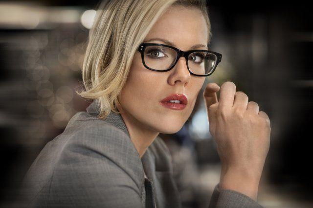 Still of Kathleen Robertson in Boss--again, glasses
