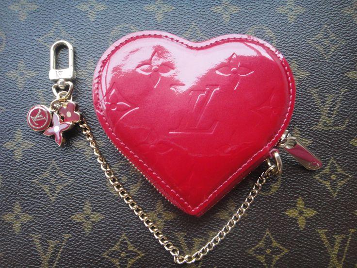 Vintage Louis Vuitton Coeur heart-shaped wallet in Vernis leather pomme d'amour :-)
