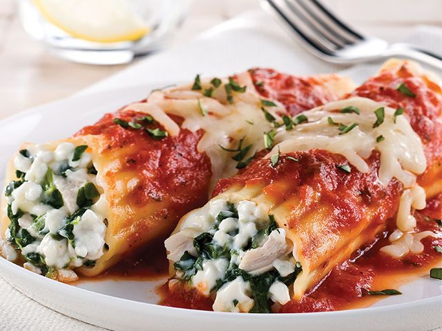 Take an Italian taste tour with our manicotti stuffed with chicken, basil, spinach and cheese. Bonus: It can even fit into your healthy eating plan.