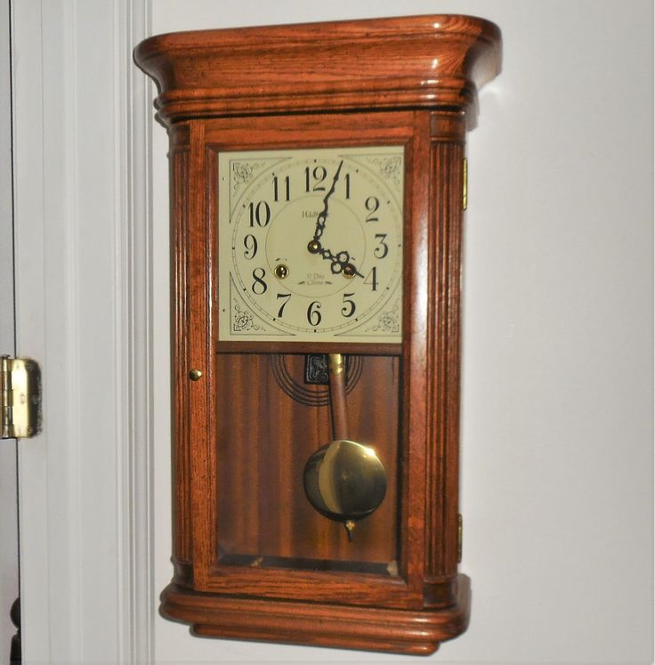 Vintage Waltham Wind Up Oak Wood 31 Day Chiming Wall Clock Glass Door-key-works