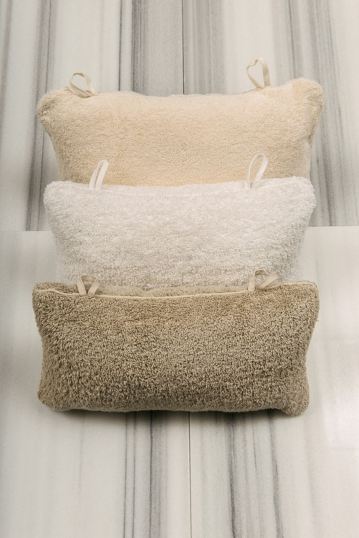 Fresh thinking meets design with this tub pillow.  Created for ultimate comfort, our pillow has a 100% Turkish cotton terry cover which provides superior absorbency with a gentle touch. Featuring two suction cups to help position the pillow, you can immerse yourself in sheer relaxation.  - See more at: http://www.talesma.com/eng/87/talesma--tub-pillow.html#sthash.x7RKkESv.dpuf