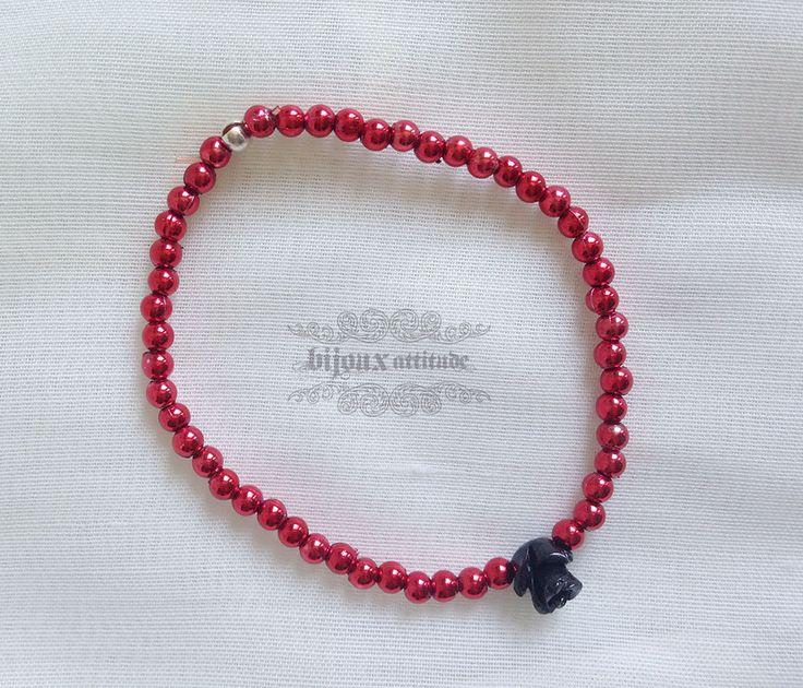 Bracelet élastique rouge avec mini rose noire - bracelet glam-rock pour femme rouge et noir - bracelet personnalisé by BijouxAttitude on Etsy