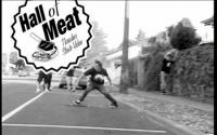 Um Gap um skatista chamado Nate Akers e um queda que pode ter resultado em uma perna quebrada, nos clássicos lançados pela Thrasher Magazine Hall Of Meat alguns tombos de skate que marcaram.