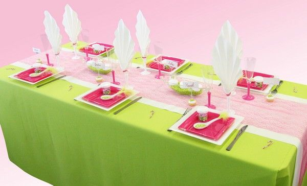 Voici une décoration de table pleine de pep's, lumineuse et colorée à la fois.