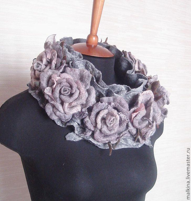 Купить или заказать Красивый серый валяный шарф с цветами 'Утро Лондона' в интернет-магазине на Ярмарке Мастеров. Очень красивый,нежный серый валяный шарф с розами.Розы-это броши,которые помогут создать Вам разные,красивые композиции с шарфиком.Можно носить на пальто,а можно и на платье...,очень стильно будет смотреться на короткой кожаной курточке... Цена зависит от количества роз... ---------------------------------------------------------------------------- Если Вам понравился мой магазин…