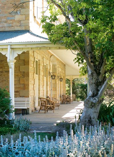 A wide veranda keeps this South Australian homestead cool and shady during the day. ACxx