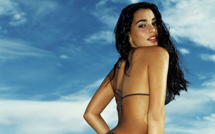 HD Widescreen Wallpapers - natalie martinez backround, 1920x1200 (384 kB)