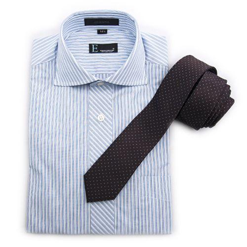"Camisa ""E"", corbata ""E""."