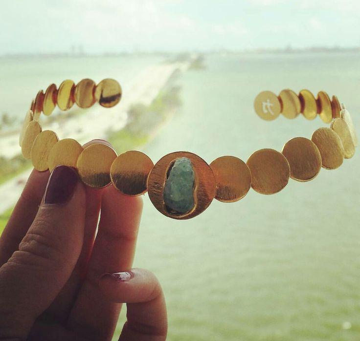 Tao Company Vanessa Arcila #Emerald #rawemerald #colombianemerald #jewelryemerald #jewelrybrand #gold