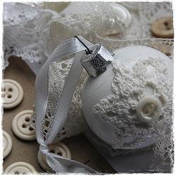 Mooie kerst bal met gehaakt kleedje