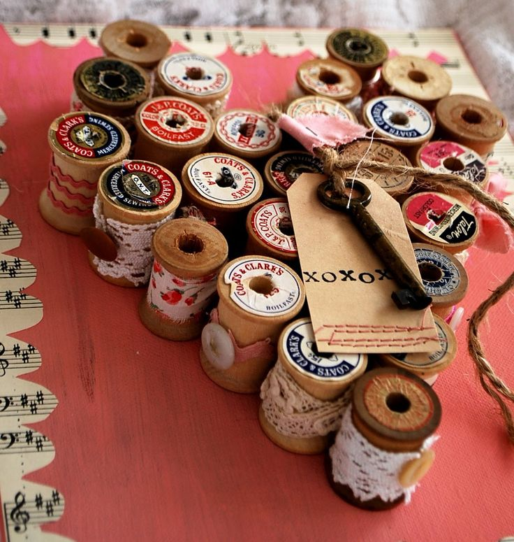 vintage spool heart: Thread Spools, Ideas, Wine Corks, Spools Crafts, Crafts Rooms, Heart Art, Wooden Spools, Skeletons Keys, Cotton Reel