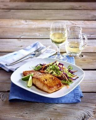 Glasierter Lachs mit asiatischem Kohlsalat