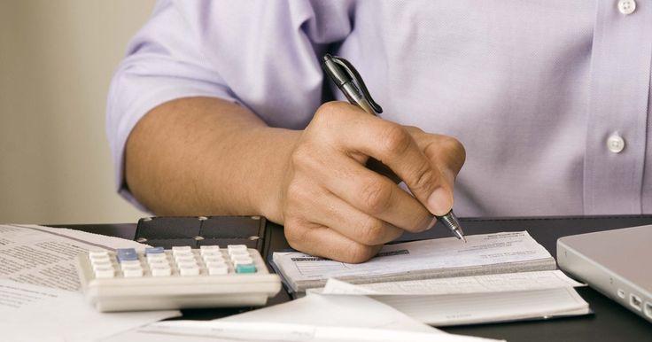 Cómo calcular la secante en una calculadora. La secante es el valor recíproco del coseno. Esto significa que la secante equivale a uno dividido por el coseno. En otras palabras, la secante también equivale a la hipotenusa de un triángulo recto dividido por la parte adyacente del triángulo. La mayoría de las calculadoras no tienen un botón específico de secante, pero usando el recíproco ...