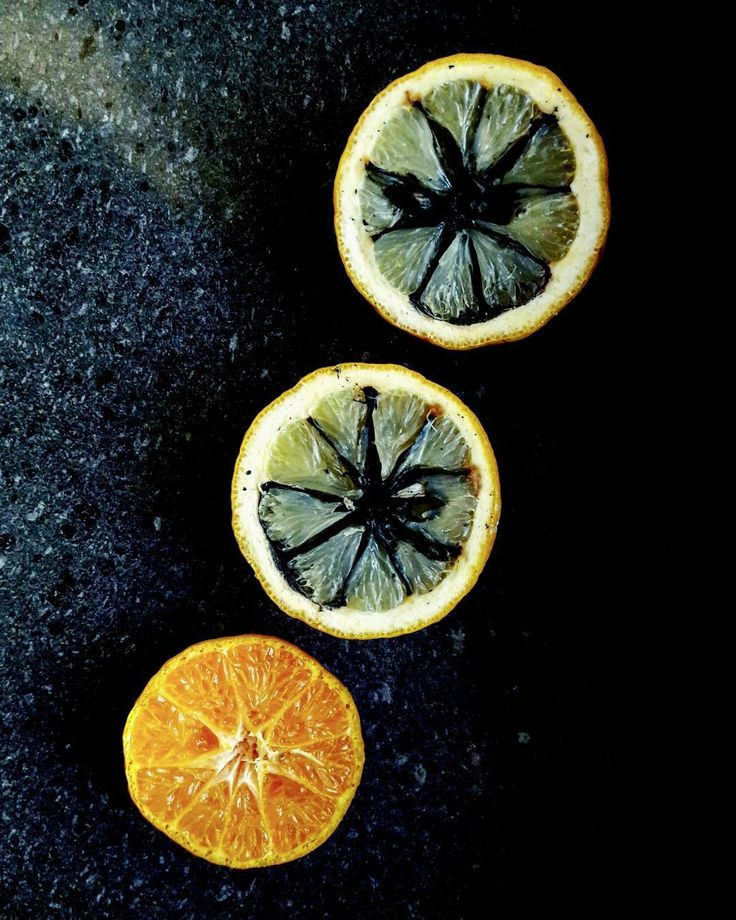Il taglio profondo,lo strazio del marcio. #nature #poetry #poesia #versi #citazioni #citazioniitaliane #tumblr #frasiditumblr #orange #lemon #amalficoast #positano #capri #naples #fruit #food #instafood #instacooking #cooking #lunch #lunchtime #restaurant #ristorante #art #vegan #bio #breakfast http://www.butimag.com/ristorante/post/1481750582623520681_1971544538/?code=BSQPE3jAMep
