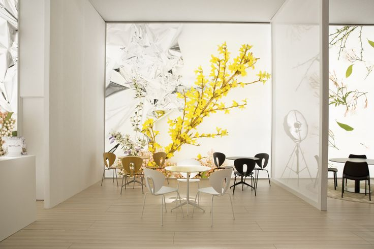 The STUA flower box in Milano with Marea tables & Globus chairs, all-white, black-out and oak.