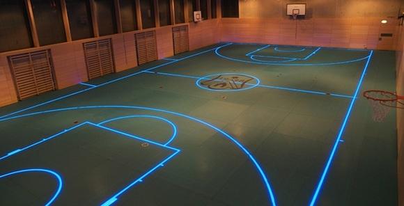 Los gimnasios del futuro... Funcionan a base de LEDS y se convierten en cancha de volley, basquet, handball, tenis, squash y badminton.     Así funcionan: http://www.youtube.com/watch?v=bLaV-sDLgOY=player_embedded