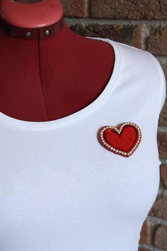 Handgemaakte rood / witte hart broche van kralen /  pailletten
