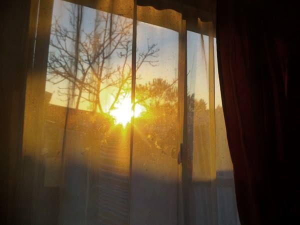 mañana sale el sol,  hoy solo te mantiene