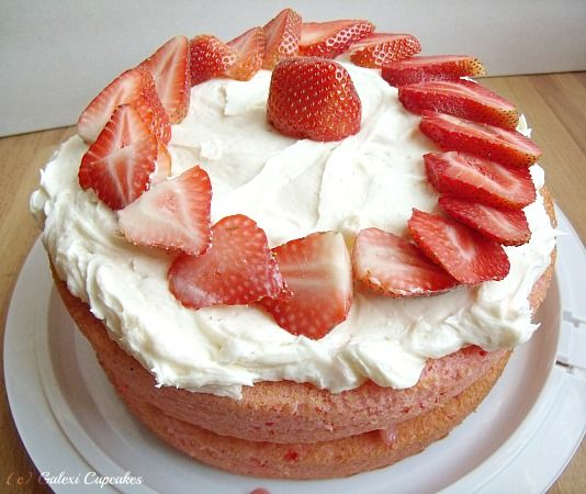 Galexi Cupcakes & Sweets: Strawberry Dream Cake