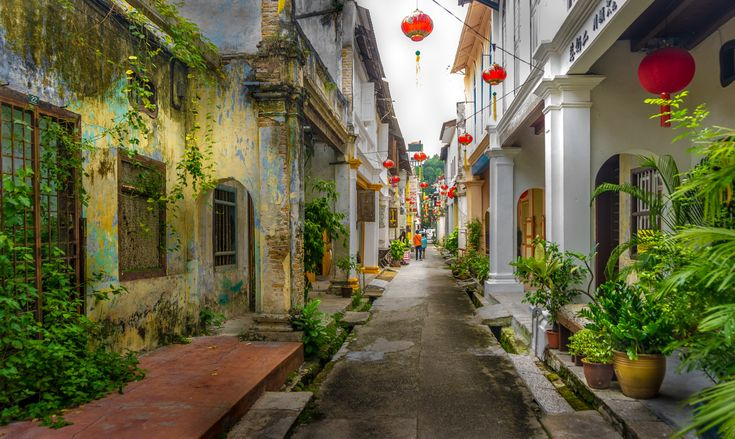 Old and new in Ipoh Old Town © simonlong / Getty Images