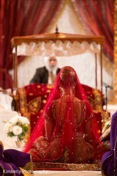 Red bridal Dupatta! Ghoonghat diaries. #Indianwedding #weddingphotograph #sikh #bride #anadkaraj | Photo via Kimberly Photography | Curated by #WittyVows - The ultimate guide for the Indian Bride | www.wittyvows.com