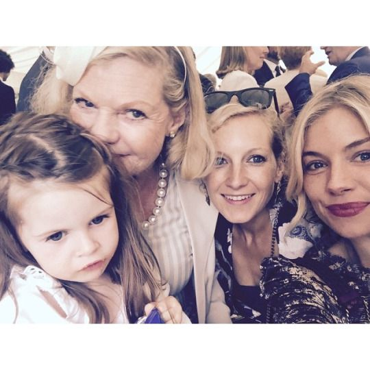 Sienna Miller with her mother, sister and daughter.  (2015)