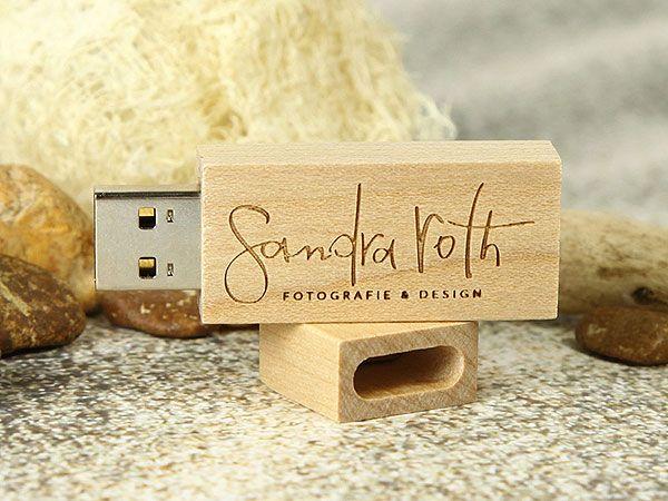 Klassischer USB Stick aus Holz mit einer schönen Lasergravur. - Calssic wooden USB flash drive with logo engraving. - für Fotografen und Designer