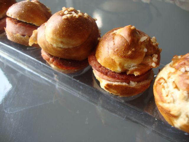 Mini Brezn - Leberkäs Burger mit Senksoss.