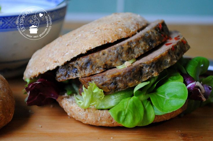 Gehaktbrood uit de slowcooker kan niet mislukken. Deze Griekse variant smaakt heerlijk op een broodje met tzatziki of honing mosterdsaus.