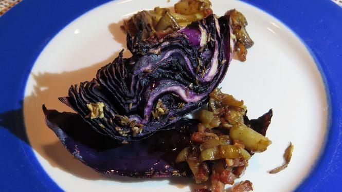 Geroosterde rode kool met champignons, ui en spek