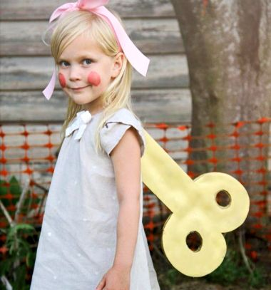 Easy DIY wind-up doll Halloween costume for kids // Egyszerű felhúzható baba farsangi jelmez gyerekeknek // Mindy - craft tutorial collection // #crafts #DIY #craftTutorial #tutorial