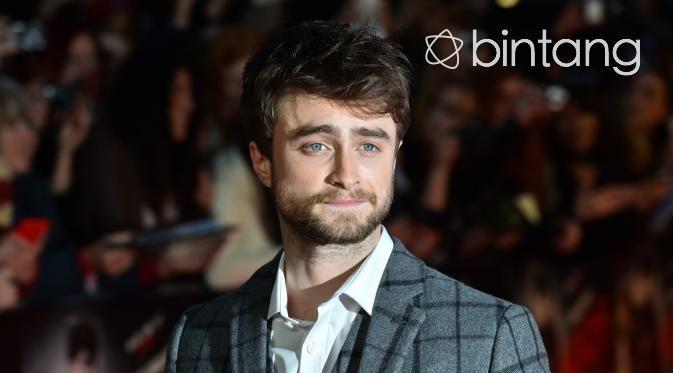Sukses menjadi penyihir remaja di film seri Harry Potter, Daniel Radcliffe selalu menjajal peran yang berbeda di tiap film-filmnya. Aktor yang akrab disapa Dan ini mengambil peran sebagai agen FBI dalam film bertajuk Imperium. Dalam film terbarunya ini, Dan memerankan tokoh Nate Foster, seorang agen FBI yang menyusup ke markas gerakan neo-Nazi. Aktor asal Inggris ini berusaha tampil total. Bahkan demi karakternya itu, Radcliffe sampai rela mencukur habis rambutnya dan membuat tato…