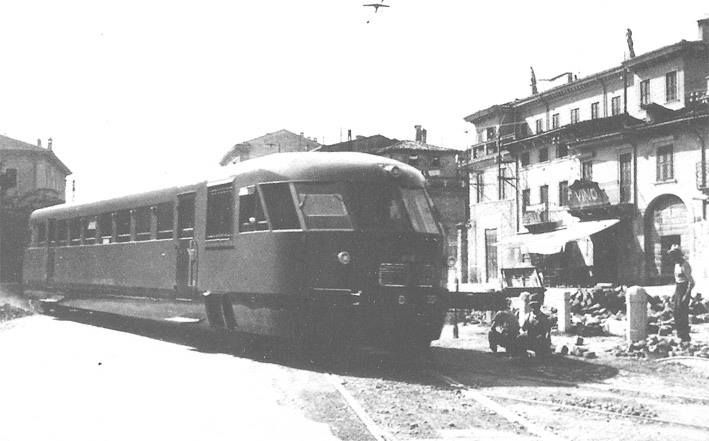 La Ferrovia Verona-Caprino/Garda in via Mameli, metà del XX secolo. http://www.veronavintage.it/verona-antica/immagini-storiche-verona/la-ferrovia-verona-caprinogarda-via-mameli-meta-del-xx-secolo