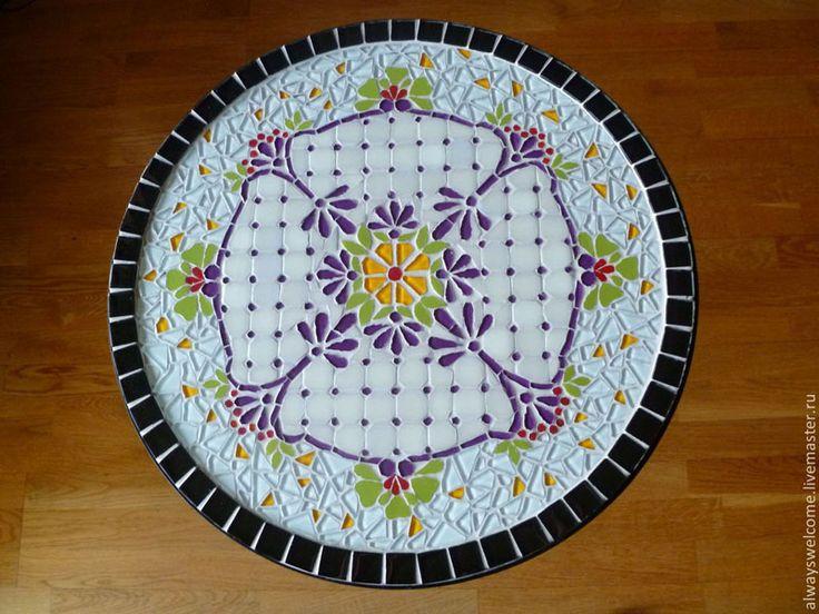 Круглые мозаичные столики от Юлии