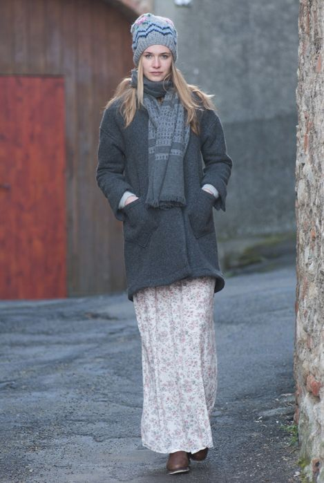 Ivonne hat, grey. San Pedro pashmina, grey natural. Melissa jacket, charcoal. Evita skirt, natural.