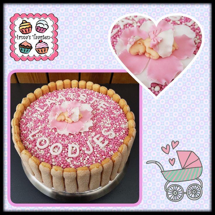 Babyshower taart met roze muisjes en lange vingers