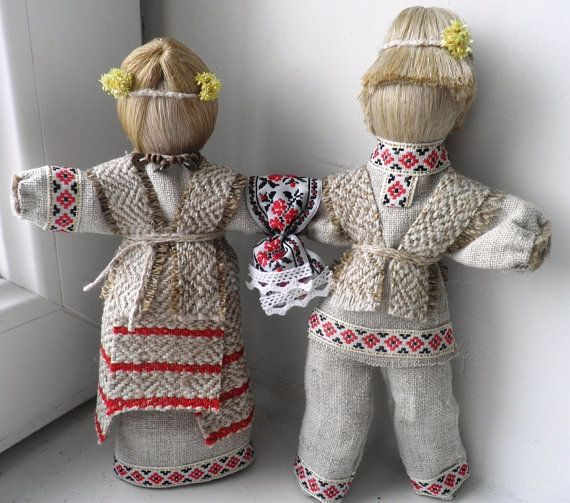 Ukrainian Protection Amulet Doll is called Nerazluchniki in Ukraine. It is a two-piece Ukrainian motanka-doll (about MOTANKA-DOLL read below) *.