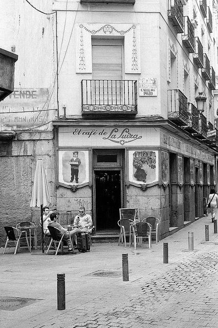 El café de La Suiza en la calle del Pozo