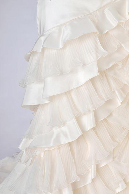 ウェディングドレスレンタル「フリルマーメイド」【9号】【人魚のようなボディーラインでスタイルアップの大人ウェディングドレス!たっぷりのフリルのトレーンがバックスタイルにも抜かりのない完璧な花嫁を演出します】